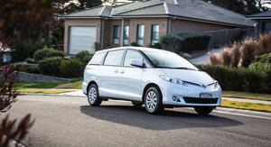 2016 Toyota Tarago GLi Review