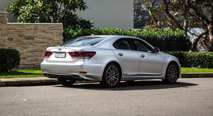 2017 Lexus LS600h F-Sport review
