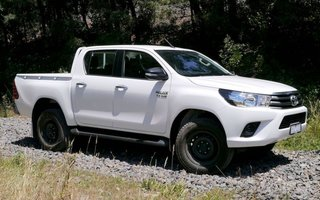 2016 Toyota HiLux SR (4x4) Review