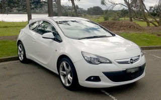 2012 Opel Astra Review