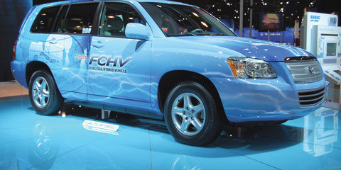 Toyota fuel cell vehicles by 2015, battery R&D stepped up