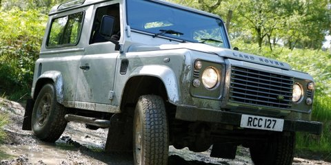 Land Rover Defender to soldier on until 2017: report