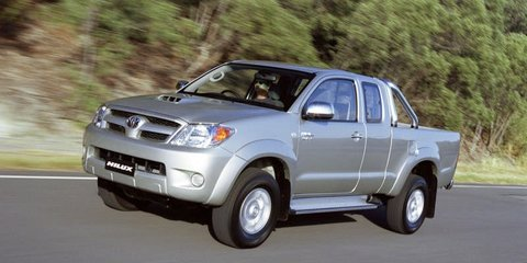 2006 TOYOTA HILUX SR Review