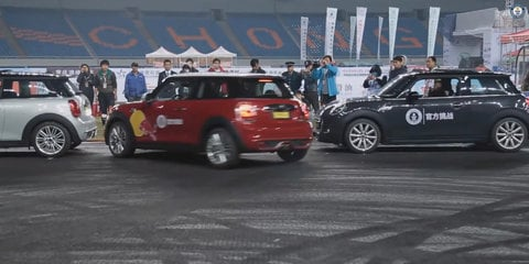 Mini drifted into world's tightest parallel parking spot, 8cm longer than hatchback