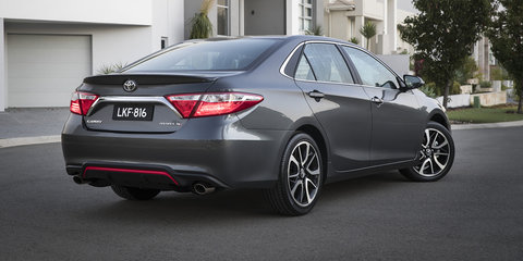 2016 Toyota Camry pricing and specifications