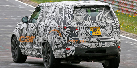 2017 Land Rover Discovery spied inside and out