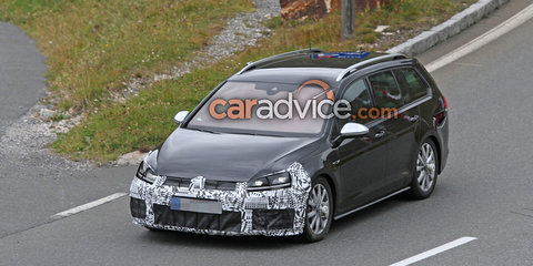 2017 Volkswagen Golf R facelift spied