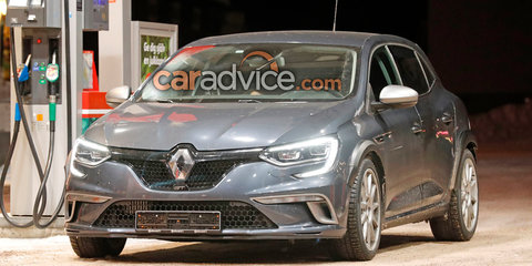 2018 Renault Megane RS mule spied with flares