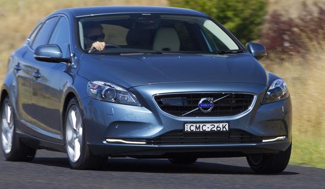 2016 Volvo V40 gains new entry-level engines