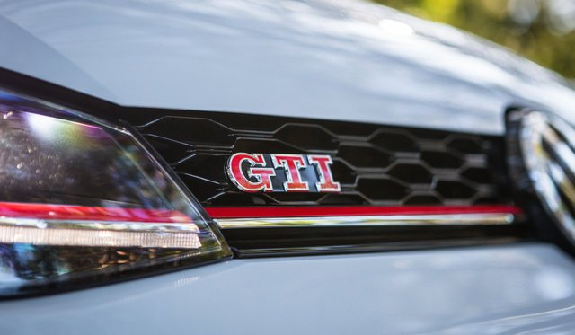 2017 Volkswagen Golf GTI Performance Edition 1 review