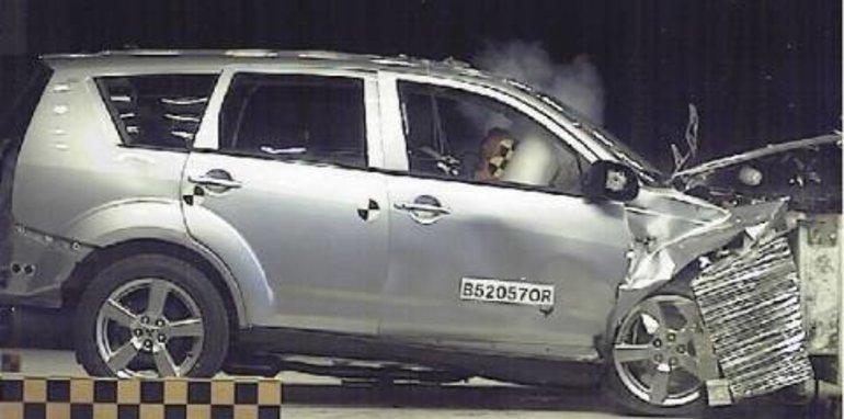 2007 Mitsubishi Outlander crash
