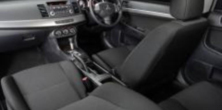 Mitsubishi Lancer ES Interior