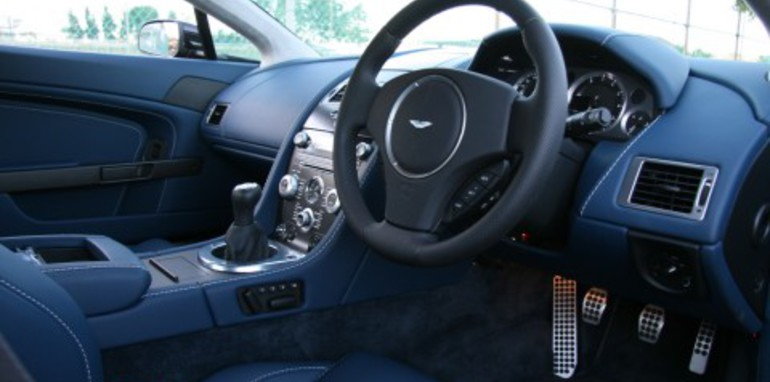 tc-vantage-wheel-and-dash.jpg