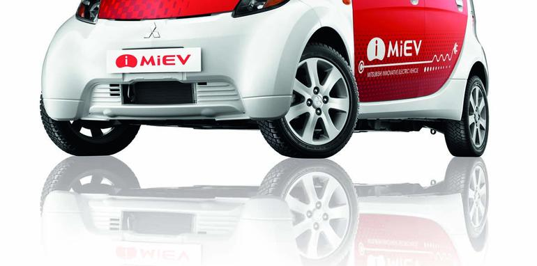 imiev_bold_masculine_pass_side_reflection_isov2