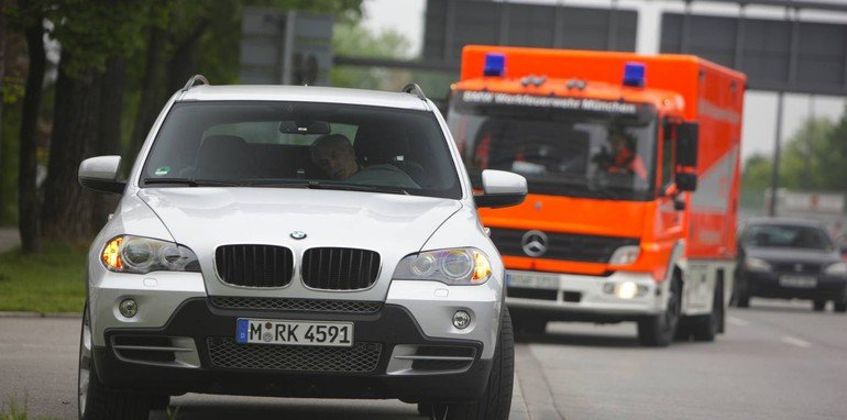 BMW developing self-drive emergency stop system