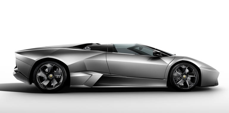 027_reventon_roadster_side_mid