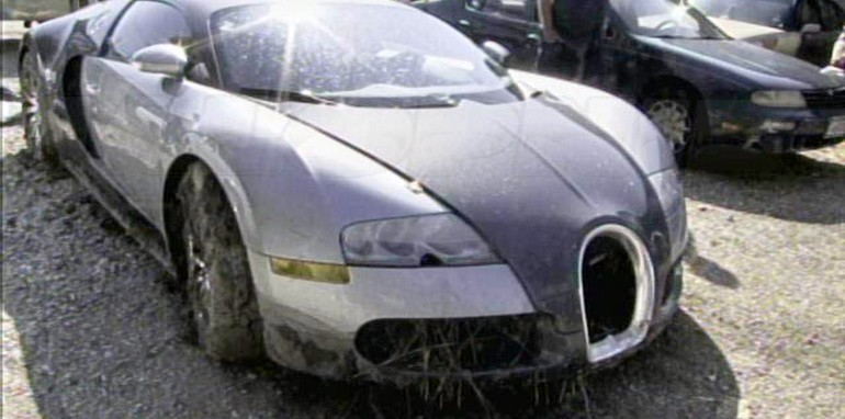 Bugatti-Veyron-Lake-Crash-11