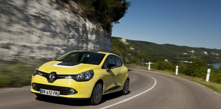 Renault Clio yellow dynamic