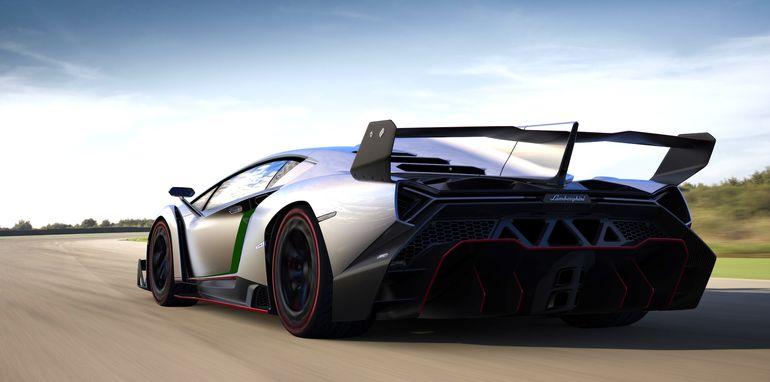 Lamborghini Veneno - Rear Driving