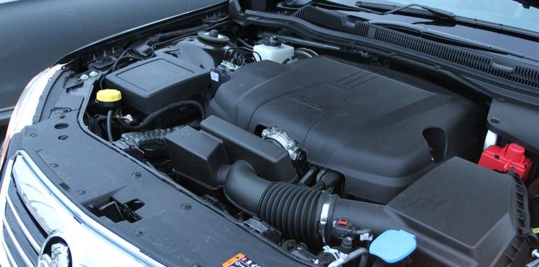 Holden Calais V Mercedes-Benz E250 - 24
