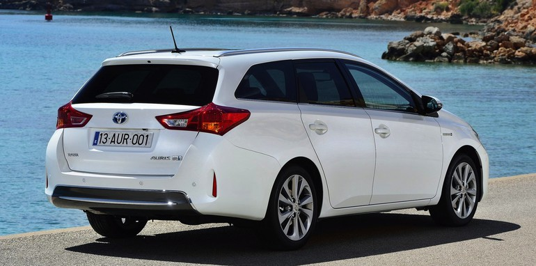 Toyota Auris Touring Sports -3