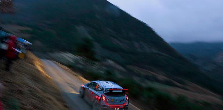 2014-Hyundai-WRC-02
