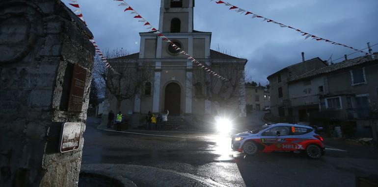 2014-Hyundai-WRC-03
