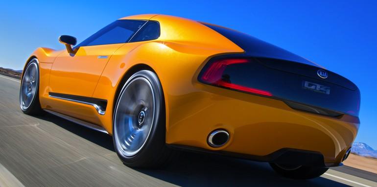 Kia GT4 Stinger rear dynamic driving