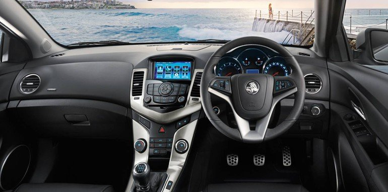 Holden-Cruze-Z-Series-interior