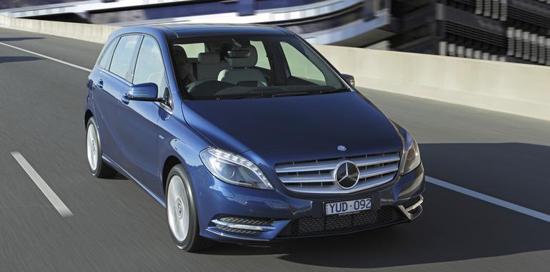 Mercedes-Benz-B-Class-front-driving