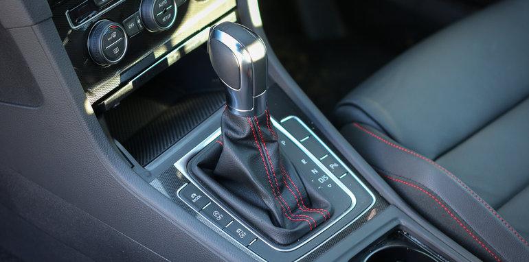 Volkswagen Golf GTI DSG v Volkswagen Golf GTI Manual-43