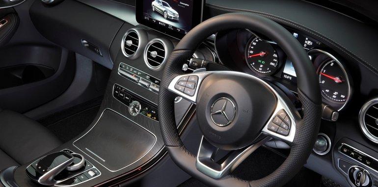 2015-Mercedes-Benz-C-Class-Review-17