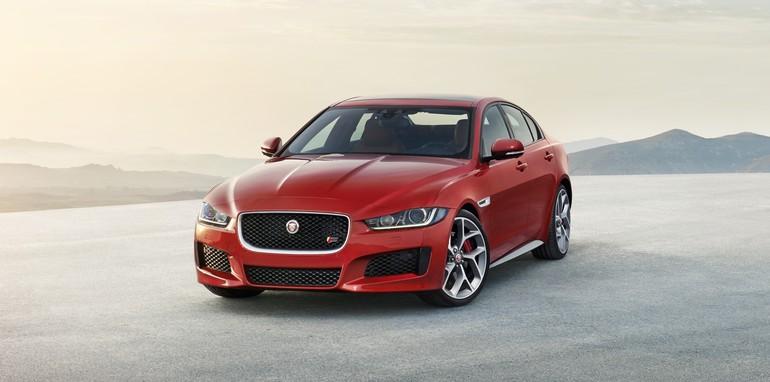 2015-Jaguar-XE_18