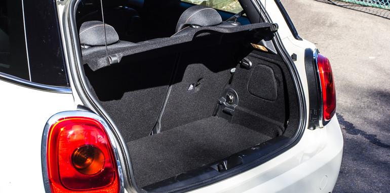 Mini v Audi A1-12