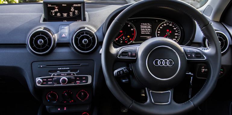 Mini v Audi A1-40