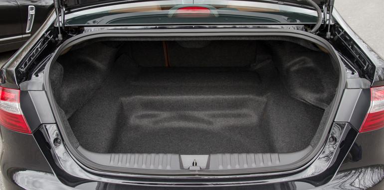 2014-2x1-holdenvsford-calaisandG6E-sedans-14