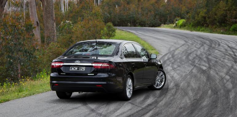 2014-2x1-holdenvsford-calaisandG6E-sedans-22
