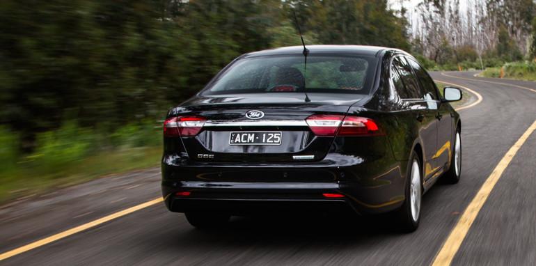 2014-2x1-holdenvsford-calaisandG6E-sedans-26