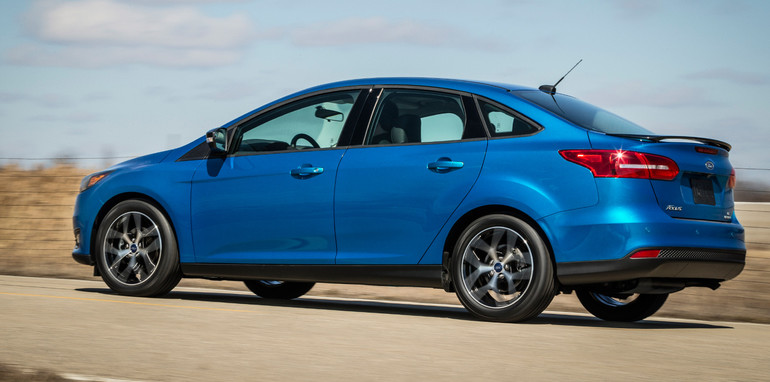 2015-ford-focus-sedan-1