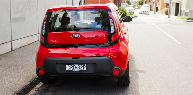 2014-kia-soul-red-manual-hatch-27