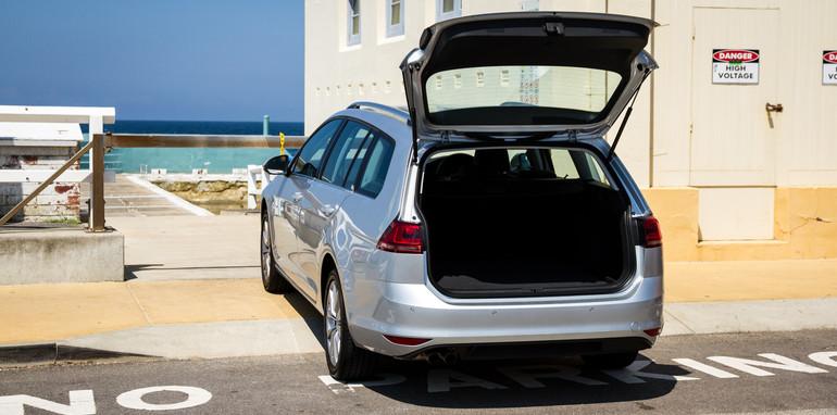 2015-VWvsPug-308vsGolf-wagons-comparison-16