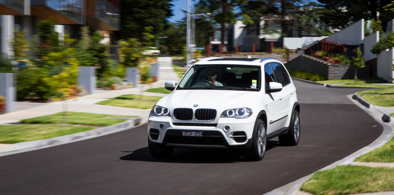2015-BMW-X5vX5-e70vf15-oldvsnew-comparison-58