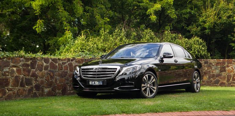 2015-bentley-v-mercedes-super-luxo-comparison-13
