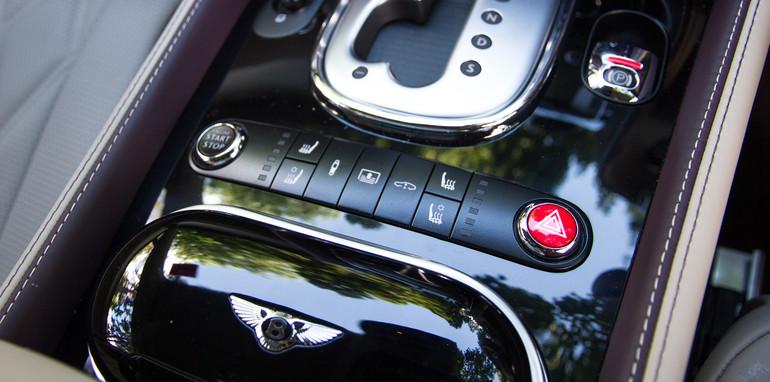 2015-bentley-v-mercedes-super-luxo-comparison-71