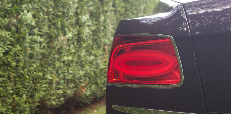 2015-bentley-v-mercedes-super-luxo-comparison-8