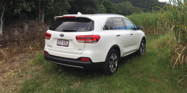 2015-Kia-Sorento-rear2