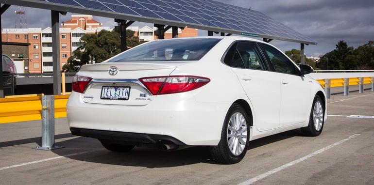 2015-honda-accord-hybrid-toyota-camry-hybrid-lexus-is300h-hybrid-comparison-14