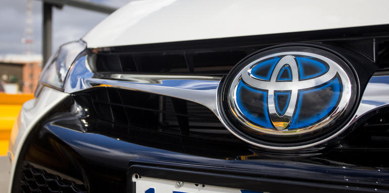 2015-honda-accord-hybrid-toyota-camry-hybrid-lexus-is300h-hybrid-comparison-18
