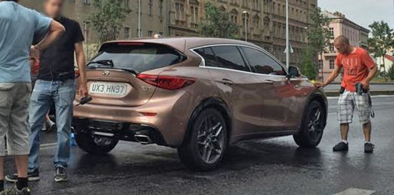 2016_infiniti_q30_rear_revealed_spy-photo
