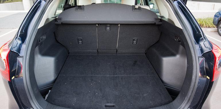 Elegant Hyundai Tucson V Mazda CX5 V Subaru Forester V Toyota